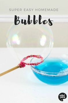 How to make homemade bubbles for kids so you have a never-ending supply of bubble solution. This homemade bubbles recipe is easy and doesn't use glycerine. via Artful Parent Homemade Bubble Recipe, Homemade Bubbles, How To Make Homemade, Bubble Recipes, Homemade Crafts, Bubble Solution Recipe, Homemade Bubble Solution, Art Activities For Toddlers, Summer Activities For Kids