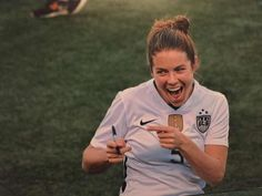 Happy Birthday to Kelley O'Hara!!! I hope your day is filled with lots of smiles and chocolate milk! ❤️