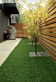 Steal these cheap and easy landscaping ideas​ for a beautiful backyard. Get our best landscaping ideas for your backyard and front yard, including landscaping design, garden ideas, flowers, and garden design. Diy Privacy Fence, Privacy Fence Designs, Backyard Privacy, Small Backyard Landscaping, Backyard Fences, Pergola Patio, Privacy Landscaping, Diy Fence, Landscaping Design