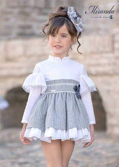 Cute Little Girl Dresses, Princess Flower Girl Dresses, Dresses Kids Girl, Cute Outfits For Kids, Baby Dress Design, Baby Girl Dress Patterns, Baby Frocks Designs, Kids Fashion, Cutest Baby Clothes