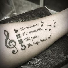 100 music tattoo designs for music lovers geniale tattoos се Cool Tattoos For Guys, Trendy Tattoos, Best Tattoos For Men, Modern Tattoos, Body Art Tattoos, New Tattoos, Tattoo Drawings, Hook Tattoos, Lyric Tattoos