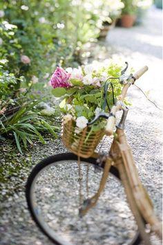 Evviva ! …la mia bicicletta di bamboo venuta da lontano e fotografata a Ca' delle Rose da Stefano Scata per Gardenia ❤Wow ! …my bamboo bicycle at Ca' delle Rose by Stefano Scata for the italian magazine Gardenia