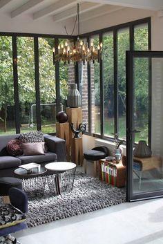 déco entree véranda Plus Extension Veranda, Ideal Home, Veranda Interiors, Home Interior Design, Inspiration Salon, House Extensions, Heim, Glass Conservatory, Home Furniture