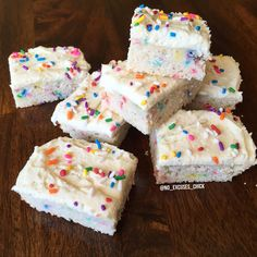 birthday cake protein blondies (coconut flour, cashew butter or almond butter or better than PB, egg whites) Protein Desserts, Protein Muffins, Protein Cookies, High Protein Snacks, Cake Batter Protein, Protein Brownies, Protein Cake, Protein Foods, Diet Desserts