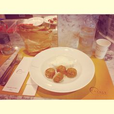 Buon Pranzo  #buonpranzo #polpette #mozzarella #eataly #acqua #pane #social_network #pinterest #facebook #instagram #tumblr #twitter #like #kiss #friends #italy #piazza #xxvAprile (presso Eataly Milano Smeraldo)