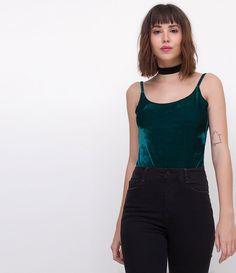 Blusa feminina  Modelo Body  Sem Manga  Marca: Blue Steel  Tecido: veludo  Modelo veste tamanho: P       Medidas da Modelo:     Altura: 1,73  Busto: 85  Cintura: 60  Quadril: 90       COLEÇÃO INVERNO 2017     Veja outras opções de    bodies femininos   .