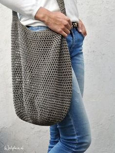 Gratis Häkelanleitung Trendy Shopper Trendy Shopper – Do you need a beach bag for this summer? You can use this shopper as a shopping bag [. Crochet Diy, Bag Crochet, Crochet Motifs, Crochet Handbags, Crochet Purses, Love Crochet, Crochet Crafts, Crochet Projects, Crochet Patterns