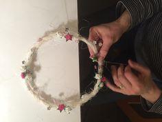 Kränzchen winden Wreaths, Jewelry, Home Decor, Feathers, Jewlery, Decoration Home, Door Wreaths, Bijoux, Room Decor