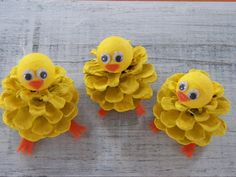 Chick Peeps Pine Cone Easter Craft Ornament Pine Cone Craft Decoration Spring Peeps K ken guckt Pine Cone Ostern Handwerk Ornament Pine Cone Craft Dekoration Fr hling Peeps Pine Cone Art, Pine Cones, Easter Crafts For Kids, Diy For Kids, Pine Cone Crafts For Kids, Easter Ideas, Pinecone Crafts Kids, Nature Crafts, Decor Crafts