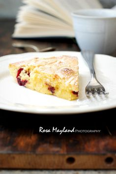 Rosa's Yummy Yums: SWEDISH VISITING CAKE WITH BLACKBERRIES AND COCONUT FLOUR…