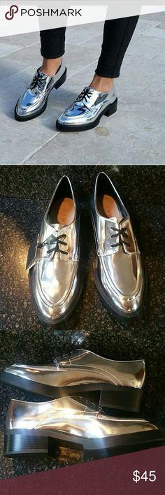 "NWT Zara Trafaluc silver metallic Loafers size 6 Hard to find - NWT Zara Trafaluc silver metallic Loafers size 6 1 1/2"" heal Zara Shoes Flats & Loafers"