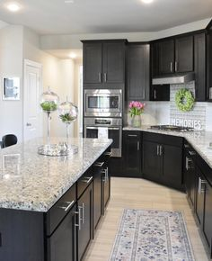 Rate kitchen design from 1 to Dark kitchen with marble countertop, like . - Design Cointrend News Home Decor Kitchen, Kitchen Interior, New Kitchen, Home Kitchens, Kitchen Ideas, Awesome Kitchen, Kitchen Island, Küchen Design, Home Design