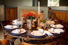 Mesa posta - Jantar no campo , nas cocheiras - Haras { Decoração: Flavia Fonseca Moraes | Foto: Gabriel Valim }