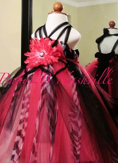 I like the multiple ribbons for the halter portion of this dress and how it comes down and meets in the back