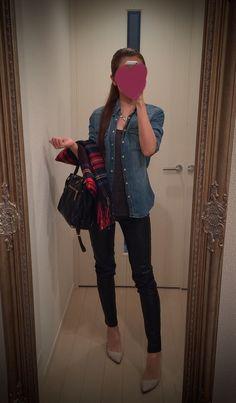 Jeans shirt + black leather pants - http://ameblo.jp/nyprtkifml