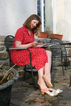 Sexy Legs And Heels, Sexy High Heels, Girl Soles, Birkenstock Outfit, Red Hair Woman, Wooden Sandals, Barefoot Girls, Beautiful Toes, Sexy Toes