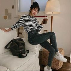 Image about girl in 𝓾𝓵𝔃𝔃𝓪𝓷𝓰 𝓰𝓲𝓻𝓵𝓼 by 𝓵𝓾𝓷𝓪 on We Heart It - Moda Korean Girl Fashion, Korean Fashion Trends, Korean Street Fashion, Asian Fashion, Ulzzang Fashion Summer, Teen Fashion Outfits, Kpop Outfits, Fashion Week, Girl Outfits