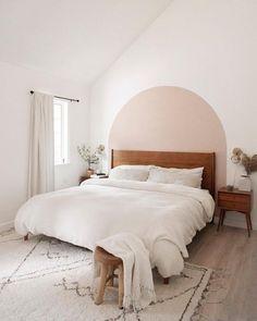 Room Ideas Bedroom, Home Bedroom, Bedroom Decor, Bedrooms, Bedroom Wall Decorations, Wall Behind Bed, Textured Bedding, Accent Wall Bedroom, White Bedroom Walls