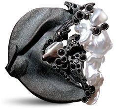 Thierry Vendome - black-gold pendant brooch sanded Keshi pearls from Japan, black diamonds.