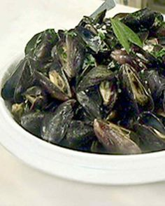 Serve steamed mussels as a first course, or as a full meal accompanied by salad and crusty bread to soak up the delicious sauce. When buying mussels, choose only those with uncracked, closed shells.