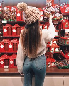 Shared by Find images and videos about style, winter and christmas on We Heart It - the app to get lost in what you love. Look Fashion, Winter Fashion, Girl Fashion, Fashion Outfits, Preteen Fashion, Winter Photography, Girl Photography, Instagram Pose, Winter Photos