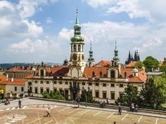 Kudy z nudy - Plavby po Vltavě - Pražské Benátky Prague Czech Republic, Pilgrimage, Notre Dame, Most Beautiful Pictures, Places To Visit, Tower, Europe, Mansions, House Styles