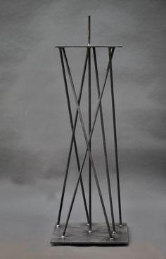 Stahlpodest oder Sockel für eine Steinskulptur