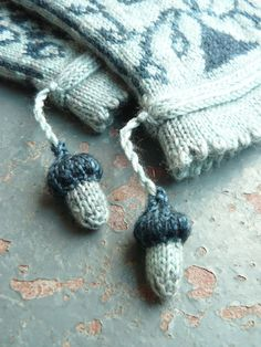 acorns for squirrels - 8 by knitfrogknit, via Flickr