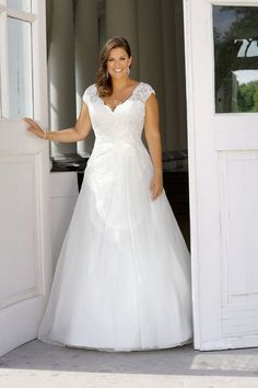 Looking for a plus size wedding dress? Ladybird Plussize collection offers sexy and elegant plus size wedding dresses in various designs and colours Western Wedding Dresses, Plus Size Wedding Gowns, Lace Wedding Dress, Bridal Wedding Dresses, Dream Wedding Dresses, Wedding Suits, Curvy Bride, Curvy Dress, Dream Dress