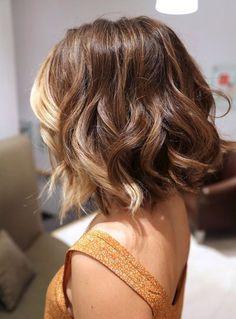 Short thick wavy hair. Dark blond with light blond front.