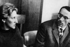 Nina Cassian e un personaj aparte în literatura română. A vrut să fie comunistă în ilegalitate, dar temperamentul său de dominatoare i-a atras antipatia tovarăşilor. A fost, apoi, atacată violent de critici. A devenit poetă de curte în comunism şi autoare de versuri pentru copii. Este poetă, traducătoare şi eseistă. Dar, cel mai important, este iubită. Vă prezentăm cele mai frumoase idile ale sale. Writer, Fictional Characters, Science, Character, Literatura, Writers, Fantasy Characters, Authors