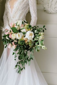 wedding bouquet idea; featured photographer: Mango Studios
