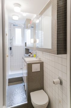 The Secret Of Tiny House Bathroom Designs And Decorating Ideas No One Is Discussing 88 - findmynewhomes Tiny Bathrooms, Tiny House Bathroom, Attic Bathroom, Bathroom Interior, Modern Bathroom, Bathroom Showers, Master Bathrooms, Contemporary Bathrooms, Small Shower Room