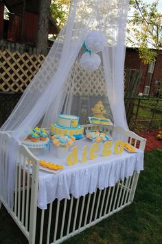duck bday Rubber-ducky-baby-shower-decoracion-decoration-ideas Speaking of workplace fashions, if yo Ducky Baby Showers, Baby Shower Duck, Rubber Ducky Baby Shower, Baby Shower Table, Shower Party, Baby Shower Parties, Baby Shower Themes, Baby Shower Gifts, Shower Ideas