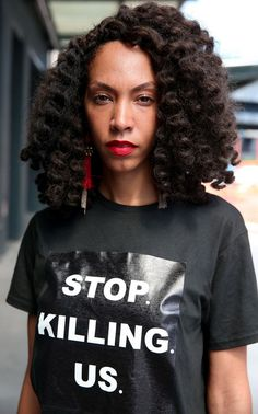 Style blogger Hannah Stoudemire organizes a silent protest during #nyfwm ! #blm #blacklivesmatter #thestrongsuit #maxwellosborne #elainewelteroth