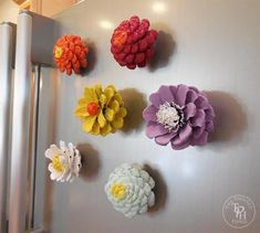 Pine Cone Flower Refrigerator Magnets Tutorial is part of Pinecone crafts To Sell - DIY tutorial for making pine cone flower refrigerator magnets! They are super easy to make and super cute! Craft Projects For Kids, Kids Crafts, Diy And Crafts, Arts And Crafts, Diy Projects, Pine Cone Crafts For Kids, Felt Crafts, Kids Diy, Paper Crafts