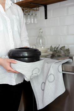 Pallo towel. Pallo-pyyhe. Designer Jenni Laurila. #jokipiinpellava #madebyfinland #finnishdesign #teatowel #kitchentowel #keittiöpyyhe #kitchen #gray #interior