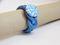 Minimalist bracelet - Fiber jewelry - Floral bracelet - Azure - Floral wristband  Cotton bracelet with a handmade button covered with floral pattern fabric. It is very soft and comfortable to wear. YARN: bracelet in 100% cotton. SIZE: inner circumference is 15.5cm - 6 1/8. Very flexible. Button is 3 cm across - 1 1/8 If you need a larger or smaller size feel free to contact me. COLOR: azure, pale blue, white. MADE TO ORDER, please allow 3/5 days to prepare for shipment. You wil...
