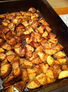 Slimming Slimming World Roast Potatoes - In honour of the fact that my Slimming World roast potatoes post has had over 150 hits in the past two days we had them for dinner tonight… Yum! Slimming World Dinners, Slimming World Recipes Syn Free, Slimming World Diet, Slimming Eats, Slimming World Roast Potatoes, Healthy Eating Recipes, Cooking Recipes, Cooking Ideas, Healthy Meals