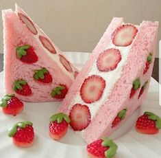 Immagine di strawberry, food, and cake Pretty Cakes, Cute Cakes, Kreative Desserts, Pink Foods, Cafe Food, Aesthetic Food, Food Cravings, I Love Food, Sweet Treats