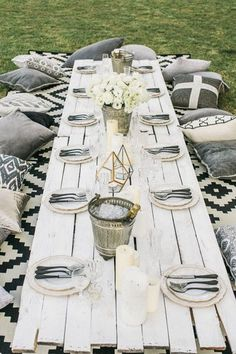 Design ideas & inspiration for the perfect outdoor dinner party 00031 Outdoor Dinner Parties, Backyard Parties, Picnic Parties, Birthday Dinners, Picnic Birthday, Girl Birthday, Deco Table, Dinner Table, Table Party