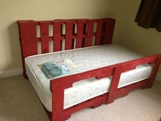 Toddler Pallet bed  #Bed, #Toddler, #ToddlerBed