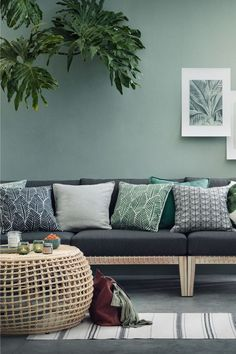 H&M home living room, living room green, living room decor, creation ho H&m Home Living Room, Living Room Green, Green Rooms, Living Room Designs, Living Room Decor, Hm Home, Spring Home Decor, Printed Cushions, Room Colors