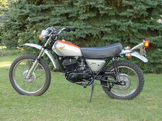My second motorcycle was a 75 Honda 2 stroke enduro Motos Honda, Honda Dominator, Honda S, Womens Motorcycle Helmets, Enduro Motorcycle, Motorcycle Girls, Enduro Vintage, Vintage Bikes, Retro Bikes