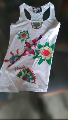 Camiseta pintada a mano exclusiva.