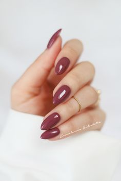 There are three kinds of fake nails which all come from the family of plastics. Acrylic nails are a liquid and powder mix. They are mixed in front of you and then they are brushed onto your nails and shaped. These nails are air dried. Cute Nails, Pretty Nails, Hair And Nails, My Nails, Long Nails, Colorful Nail, Oval Nails, Luxury Nails, Stylish Nails