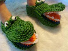 Alligator Slippers Crochet Pattern PDF 485 by SandysCapeCodOrig Boy Crochet Patterns, Crochet Slipper Pattern, Crochet Shoes, Crochet Slippers, Crochet Gifts, Crochet Baby, Blanket Crochet, Irish Crochet, Yarn Needle