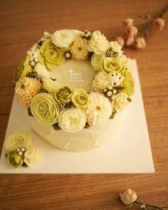 Done by student from Australia (베러 심화클래스/Advanced course) www.better-cakes.com  #buttercream#cake#베이킹#baking#koreanbuttercream#koreancake#버터크림케익#베러케이크#yummy#flower#수제케익#sweet#플라워케이크#foodporn#birthday#wedding#디저트#foodie#dessert#버터크림플라워케익#following#food#piping#beautiful#flowerstagram#instacake#pastry#꽃스타그램#공방#instafood#