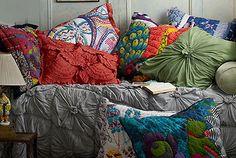 cute guestroom idea :) Anthropologie bedroom by dorthy - For the home - Dekoration Decor, Anthropologie Pillows, Anthropologie Bedroom, Interior, Home, Calming Bedroom, Bedroom Inspirations, Bedroom Decor, Interior Design