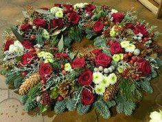 Rote Rosen - Weiße Chrysanthemen - Zapfen
